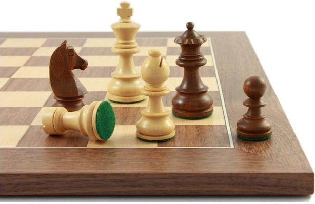 Schachfiguren-und-Schachbrett-Balance76_Abbildung2_links