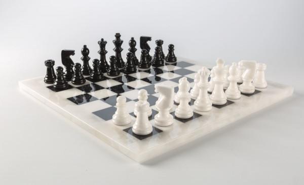 Schachspiel aus Alabaster schwarz und weiß, Königshöhe 75 mm