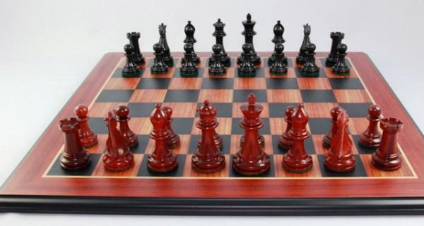 Schachfiguren und Schachbrett: Monocrat Small Classic