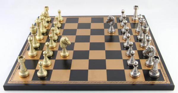 Schachset Staunten-Form aus Zink mit Schachbrett aus Salpaleder