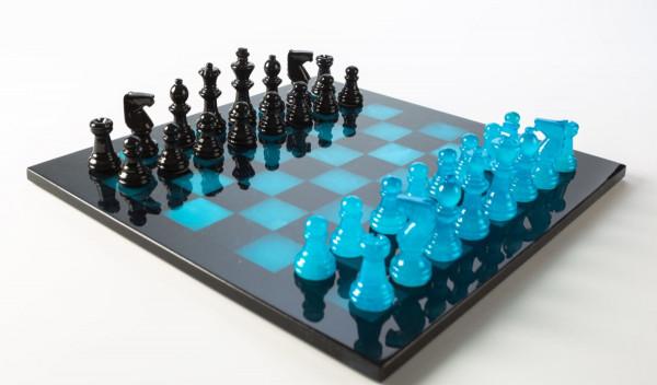 Schachspiel aus Alabaster blau und schwarz