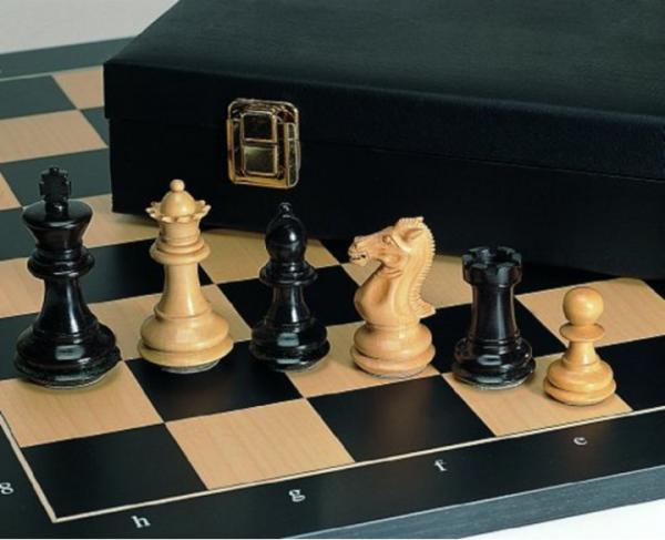 Schach-Set Grand-Master, handgeschnitzer Luxus-Springer