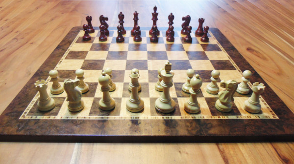 Staunton Schachset Rotholz und Buchsbaum Schachfiguren mit Schachbrett