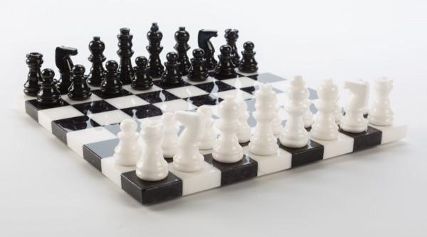 Schachspiel aus Alabaster schwarz und weiss, KH=55 mm