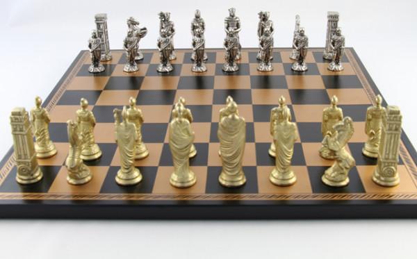 Schachset Römer vs Germanen, mit Zink-Schachfiguren und Schachbrett aus Salpaleder