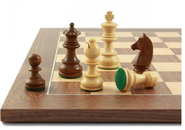 Civil76 Schachfiguren mit Schachbrett