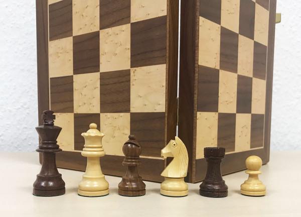 Schachkassette Nussbaumholz und Vogelaugenahorn, Königshöhe 75 mm, Intarsien