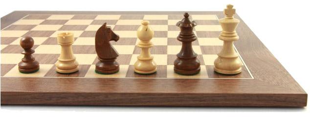 Schachfiguren-und-Schachbrett-Balance83Abbildung_links