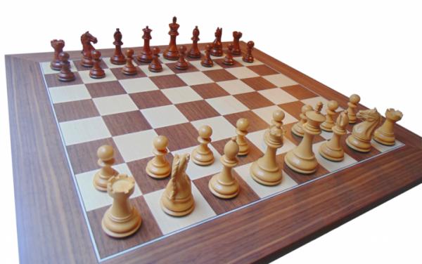 Schachset Excellent Staunton, mit Schachbrett Nussbaum und Ahorn, Intarsie