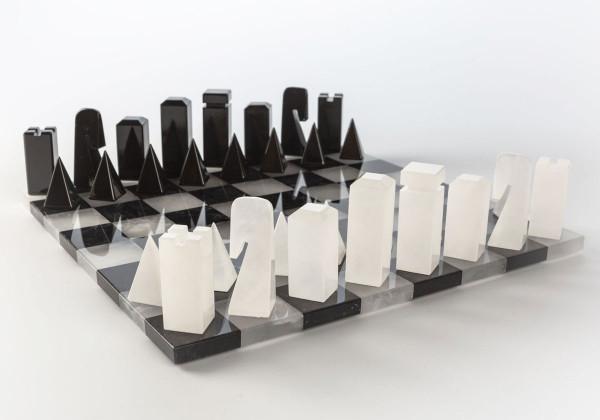 Design Schachset aus Alabaster, schwarz und weiss, König 74 mm, 34 x 34 cm