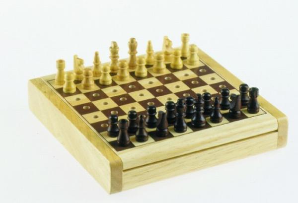Reiseschach Holz mit Steckfiguren