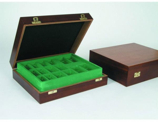 Exklusive Schachkassette aus Mahagoni, bis Königshöhe 112 mm