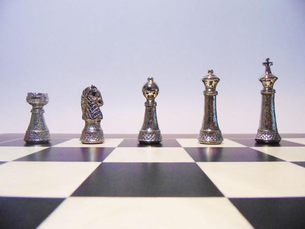 Metall Staunton 97 Schachfiguren mit Anigre Schwarz Schachbrett