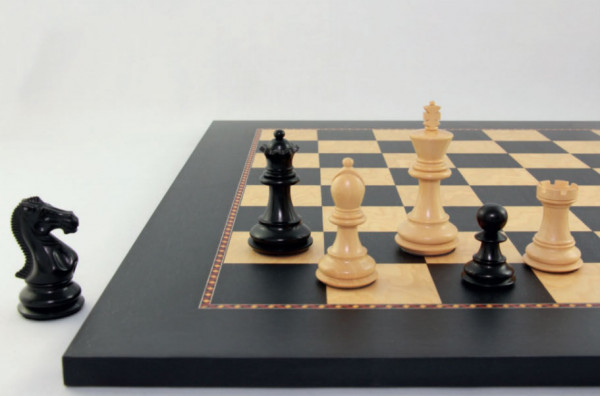 Schachset Grandmaster Caro, Schachfiguren Ebenholz und Buchsbaum mit Schachbrett, Etui (Geschenkbox)