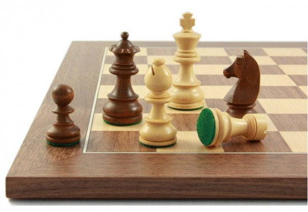 Balance83 Schachfiguren und Schachbrett