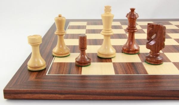 Rih-Design Schachfiguren mit Schachbrett