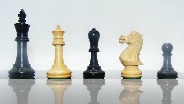 Schachfiguren in Schwarz/Buchsbaum, KH 95mm