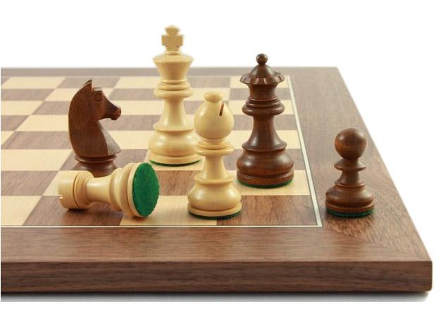 Schachfiguren-und-Schachbrett-Civil70_Abbildung2_links