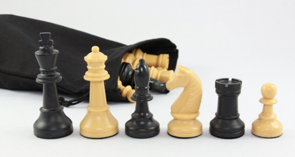 Schachfiguren Turnier - Kunststoff, schwarz/beige, KH 90 mm, in Stoffbeutel